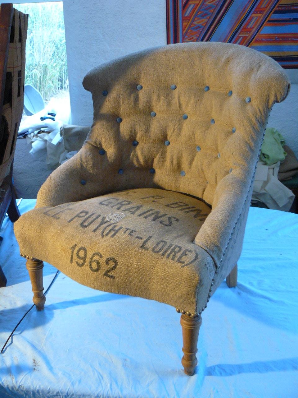 Restauration d'un fauteuil recouvert de toile de jute