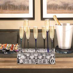 Culasse détournée en bar à champagne luxueux Objets univers Auto La voiture se fait une place dans nos maisons Decoration table pour un cadeau luxe homme