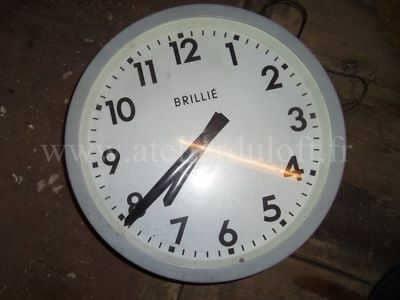 horloge brillié-créations insolites à partir de détournements d'objets-décoration artistique-objets d'art contemporain-création mobilier pour animaux domestiques