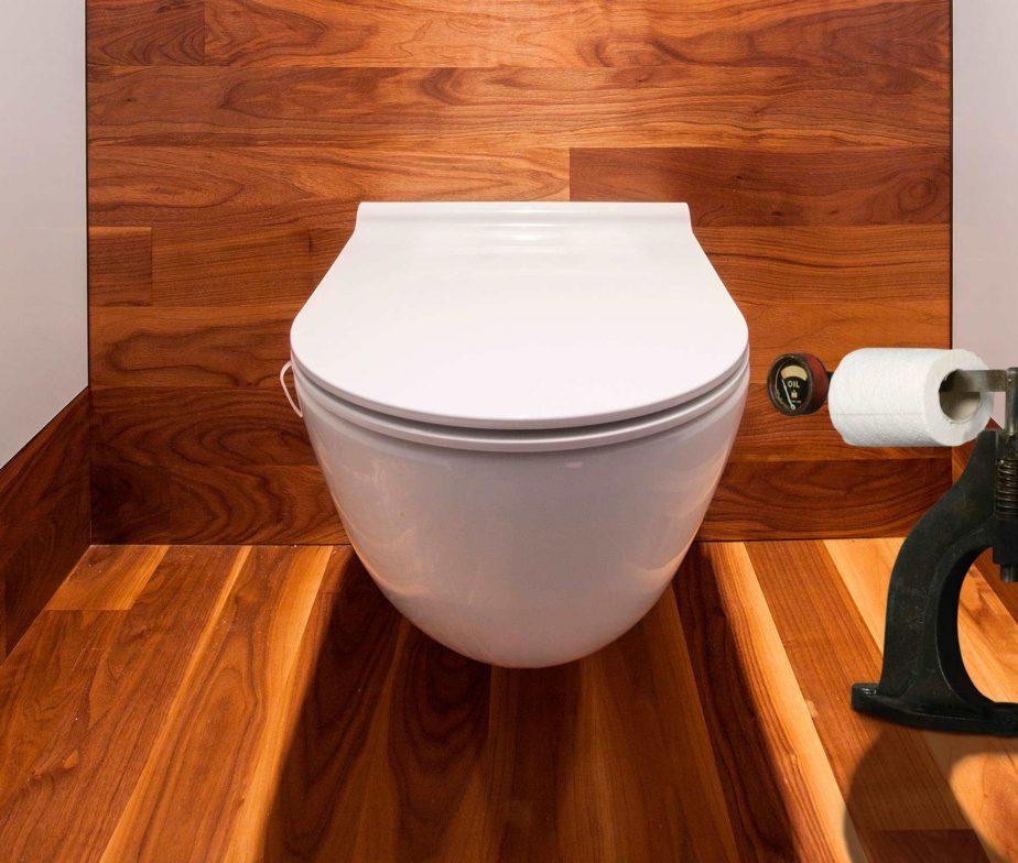 deco toilette original avec pi ces de voiture d coration garage. Black Bedroom Furniture Sets. Home Design Ideas