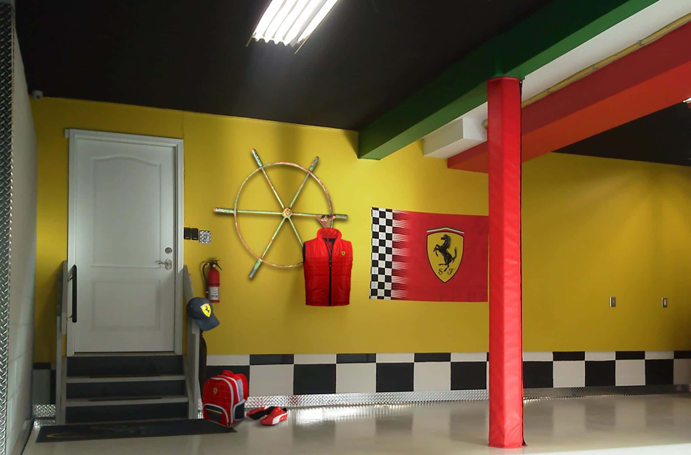 Objet decoration interieur design roue d 39 cluse en porte for Garage interieur