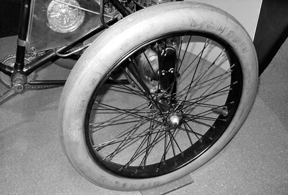 Pneu Michelin du Tricycle De Dion Bouton
