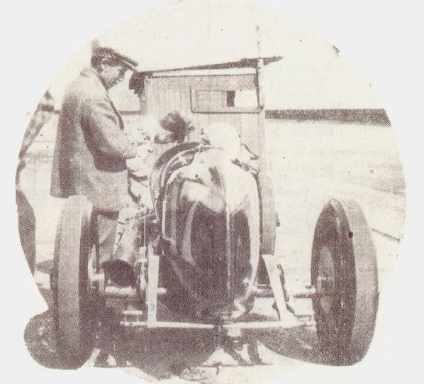 1929 Gwenda Stewart avec son ami réalise des record d'endurense sur Derby Vernon