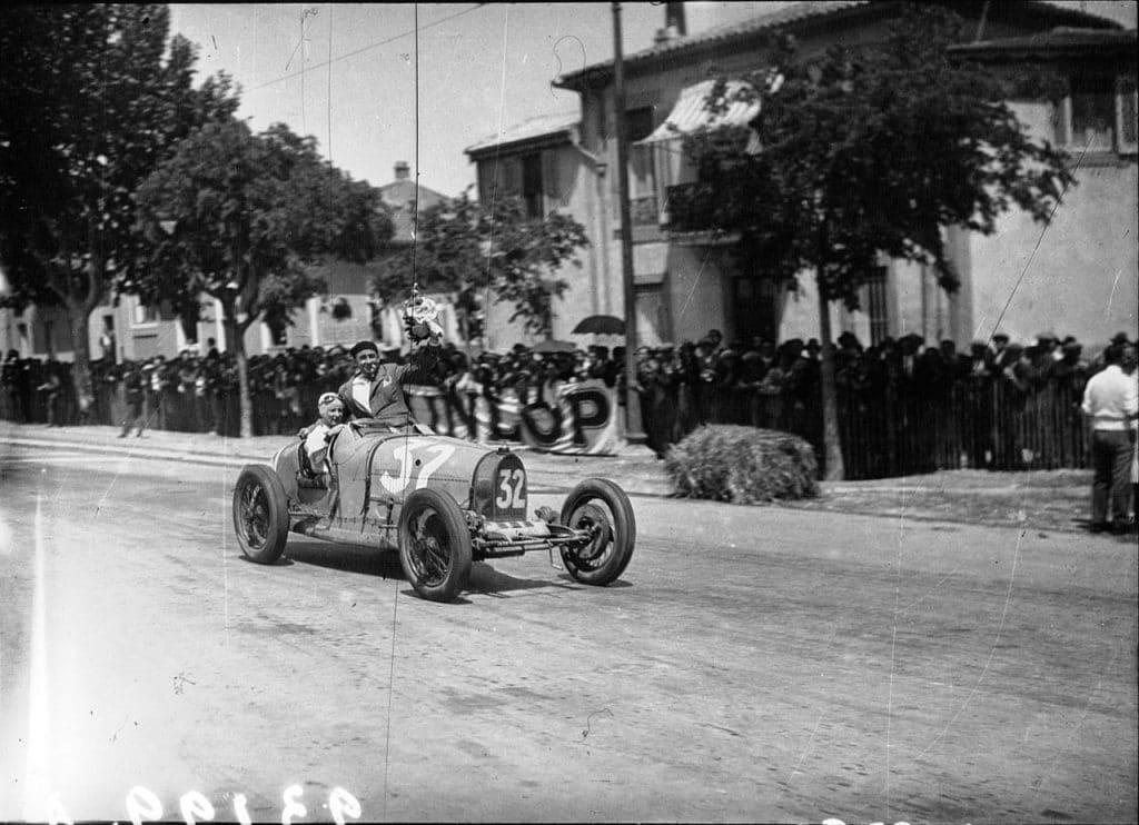 1932 Anne Cecile_Rose-Itier sur Bugatti Trophée de Provence