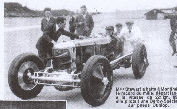 Gazette-Dunlop-mars-1933-1932 Gwenda Stewart à battu à Montlhéry le record du mille départ lancé à la vitesse de 221 km au volant du Derby Spéciale sur pneu Dunlop