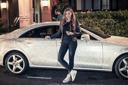 Une milliardaire Russe, à vendu aux enchères sa voiture recouverte de cristaux par un preparateur automobile luxe pour 248.000 $, afin de sauver des animaux