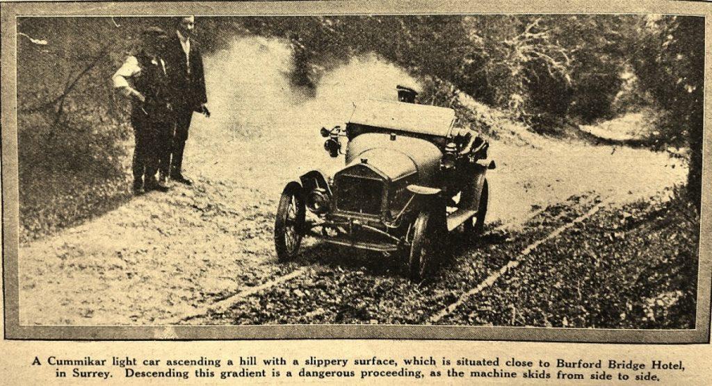 Ivy Cummings une des femmes pilotes. Sa première voiture légère était un «Cummikar» une Ronteix française