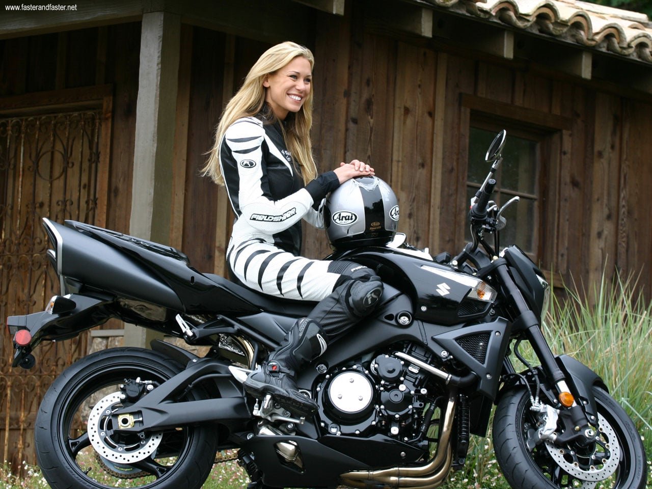 Fille motarde leslie porterfield la plus rapide sur la - Pictures of chicks on bikes ...