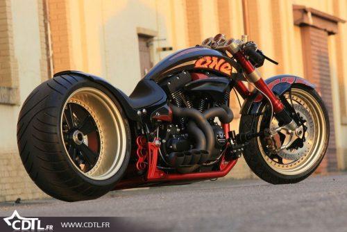 Harley-Davidson-V-Rod Daniela DAUDE Création de mobilier avec pièce auto Américan Legend LORMAYE Voitures américaines Harley Davidson Vieux pistons(tracteurs),Danse country