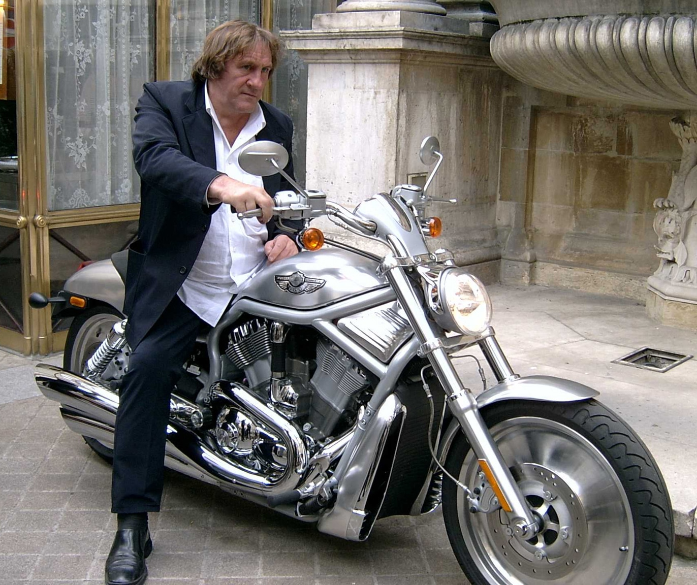 harley davidson v rod g rard depardieu investit dans la moto. Black Bedroom Furniture Sets. Home Design Ideas
