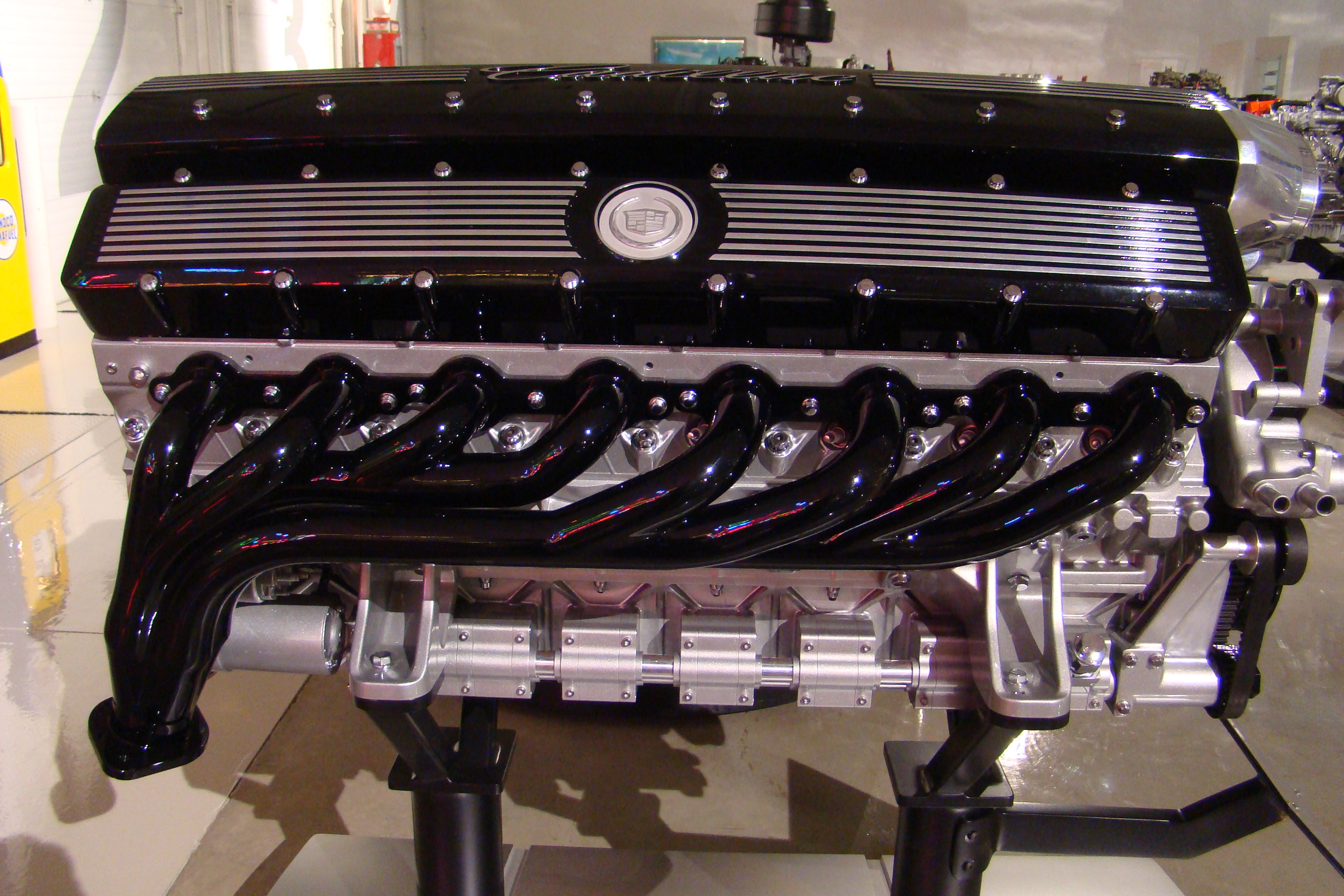 CADILLAC V16 moteur 2003