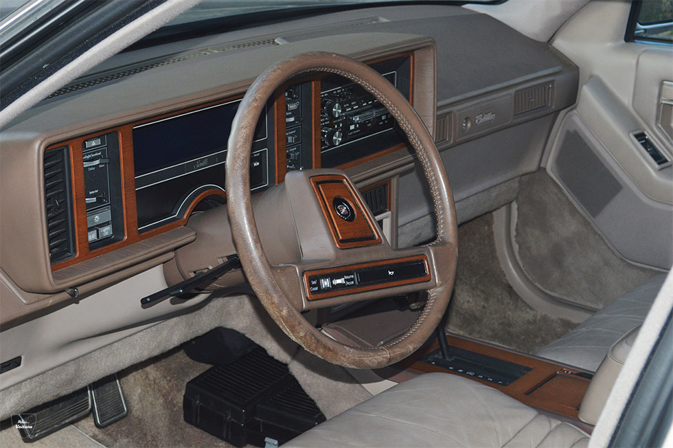 Cadillac Seville 1985 habitacle