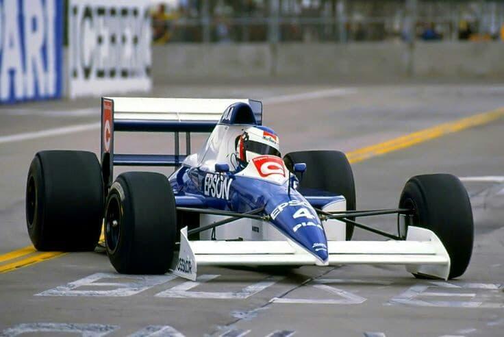 Jean Alesi su Tyrrell 018 Ford Cosworth DFR V8.