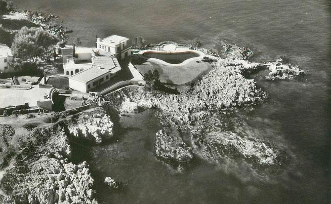 La partie piscine de la villa de la famille Dubonnet à la Garoupe vers la pointe Bacon