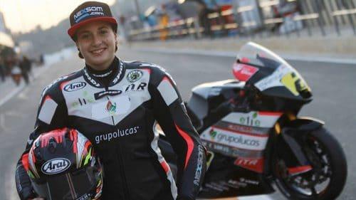 Article rédigé par Daniela DAUDE artiste sur l'univers auto moto Ana Carrasco 1ère femme,hors sidecar, à s'imposer dans une course de championnat du monde.