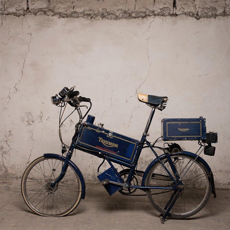 bicyclette électrique de 1953 Mensuel motos anciennes TOULOUSE expoRencontre entre passionnés Agenda événements autos motos en France et en Europe de Daniela DAUDE artiste Art auto/mot
