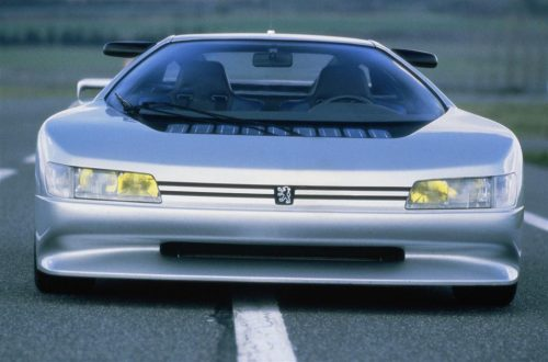 Cet article est rédigé par Daniela DAUDE Mobilier avec pièces auto. Peugeot OXIA Si je vous dit que cette voiture à 30 ans un 0/100 en 3.6s vous me croyez ?