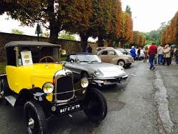 Rétrobroc de Sucy en Brie, bourse d'échange, voiture anciennes, miniatures; Agenda auto moto en France et Europe de Daniela DAUDE artiste mobilier avec des pièces détachées de voitures et motos