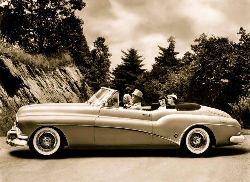 Buick Roadmaster Avignon Motor Festival en VIP, épopée de 3 jours, découverte routes de Provence, thème huiles essentielles Agenda événements auto de Daniela DAUDE Art aut