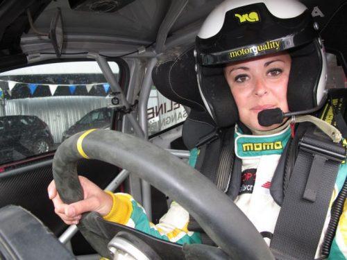 Adeline Sangnier Championnat de France de Rallycross 2012 Article rédigé par Daniela DAUDE artiste sur l'univers auto moto Adeline Sangnier court avec les hommes en Rallycross, devenant triple Championne de France