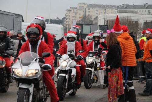 Pères Noël motards de NANTES la générosité des motards redonne le sourire à des enfants. Amis motards venez participer à cette balade avec un jouet neuf.
