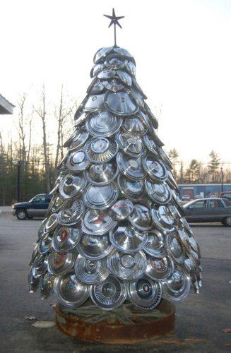 Idées de sapin de Noël pour passionnés d'auto moto Toutes pièces détachées peuvent être détournées à condition d'arriver à leur donner la forme d'un sapin