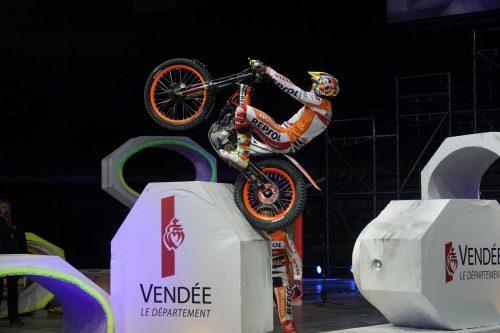 Championnat du Monde moto X-Trial PARIS Agenda événements autos motos France Europe de Daniela DAUDE artiste Art automobile Mobilier avec pièces autos motos