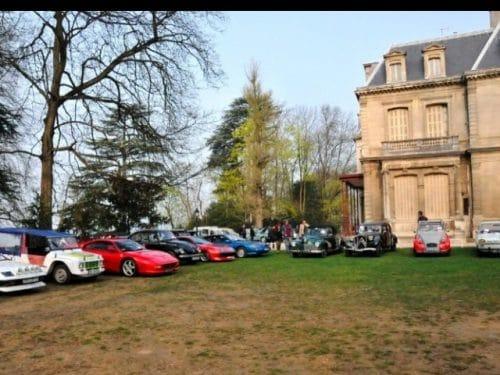 Mensuel auto SATHONAY-VILLAGE (69) premier dimanche Agenda événements autos motos en France Europe de Daniela DAUDE artiste mobilier avec pièces autos motos
