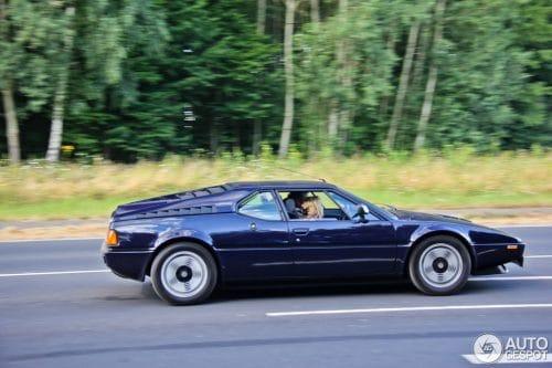 BMW M1 Mensuel auto CONDRIEU (69) 1er dimanche Agenda événements autos de Daniela DAUDE artiste ARTauto Mobilier avec pièces détachées d'Autos Motos
