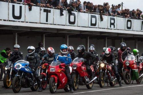 Cafe Racer Festival 100% motosLinas-Montlhéry 4ème weekend de juin, les plus belles bécanes s'exposeront sur l'anneau mythique Agenda événement auto moto Daniela artiste ArtAUTO