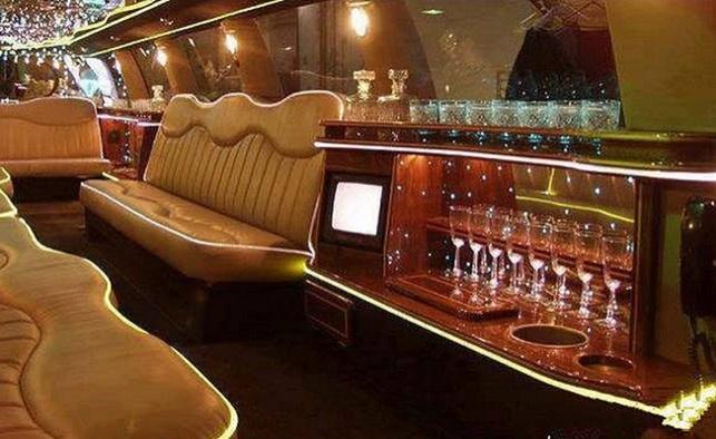 la plus longue voiture du monde 30 m tres 10 t 26 roues. Black Bedroom Furniture Sets. Home Design Ideas