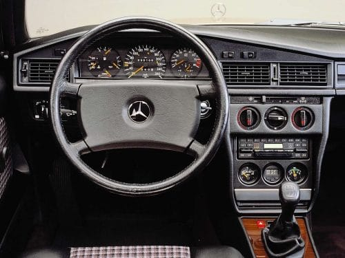 Mercedes-Benz-190-E évolution Vous cherchez un cadeau pour passionné d'automobile. Daniela DAUDE designer, je vous invite à visiter mon site, des pièces uniques, du mobilier avec des pièces autos mot