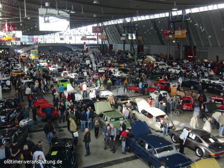 Retro Classics, attire des foules de visiteurs, au parc expositions, c'est le must pour tous les fans d'autos classiques | Agenda d'événements auto moto de Daniela DAUDE artiste Art Automobile