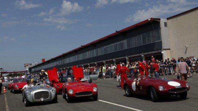 500 Ferrari contre le cancer sur le circuit du Vigeant Rassemblement de plus de 1.000 autos d'exception, baptême de piste à bord d'un bolide pour 20€ La recette est remise au CHU de Poitiers, pour la recherche contre le cancer - Agenda événementS auto de Daniela DAUDE artiste Art Auto
