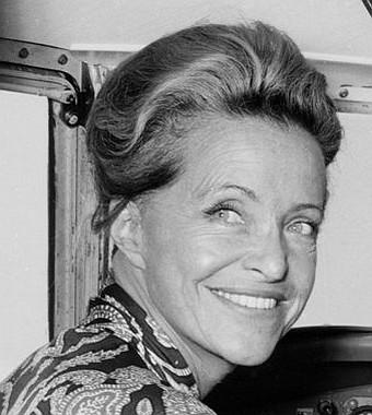 Toute l'Histoire d'une femme pilote d'essai Jacqueline Auriol -1917 / 2000 Article rédigé par Daniela DAUDE artiste mobilier avec pièces autos motos