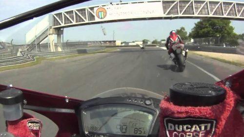 Détail et inscription : Pirelli Days Circuit du Vigeant Agenda d'événements auto moto de Daniela DAUDE Artiste Création de mobilier avec pièces auto moto