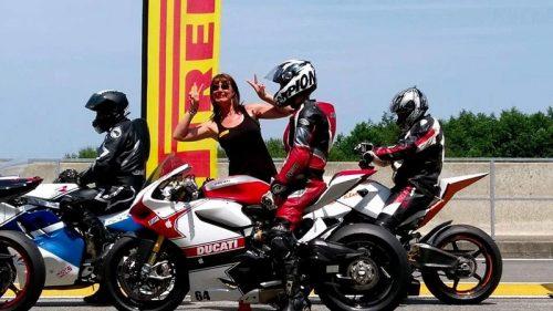 Détail et inscription : Pirelli Days Circuit Nogaro Agenda d'événements auto moto de Daniela DAUDE Artiste Création de mobilier avec pièces auto moto