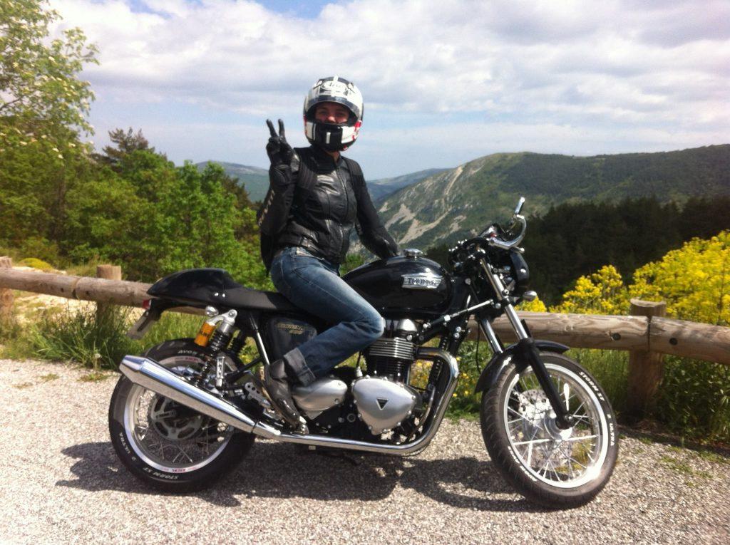 Salon de la Moto PONT-A-MOUSSON 1er weekend de mars en + compétition, team, show-bike, pilotes... Très gros show mécanique, dragsters; stunt. Agenda auto moto de Daniela artiste Mobilier avec pièces auto moto