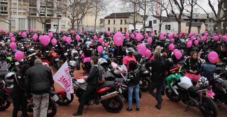 Toutes en moto organise le jour de la journée internationale des droits des femmes, des défilés de motardes Alès Bordeaux Laval Lyon Marseille Morlaix Nice Paris Strasbourg,Vichy, 11 mars 2018 - Agenda moto de Daniela DAUDE artiste auto moto