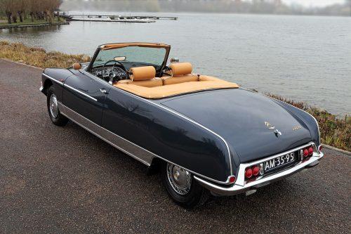1968 Citroen Ds21 Cabriolet. Ce modèle est le premier et le seul avec un nouveau nez. Rendez-vous mensuel EZANVILLE