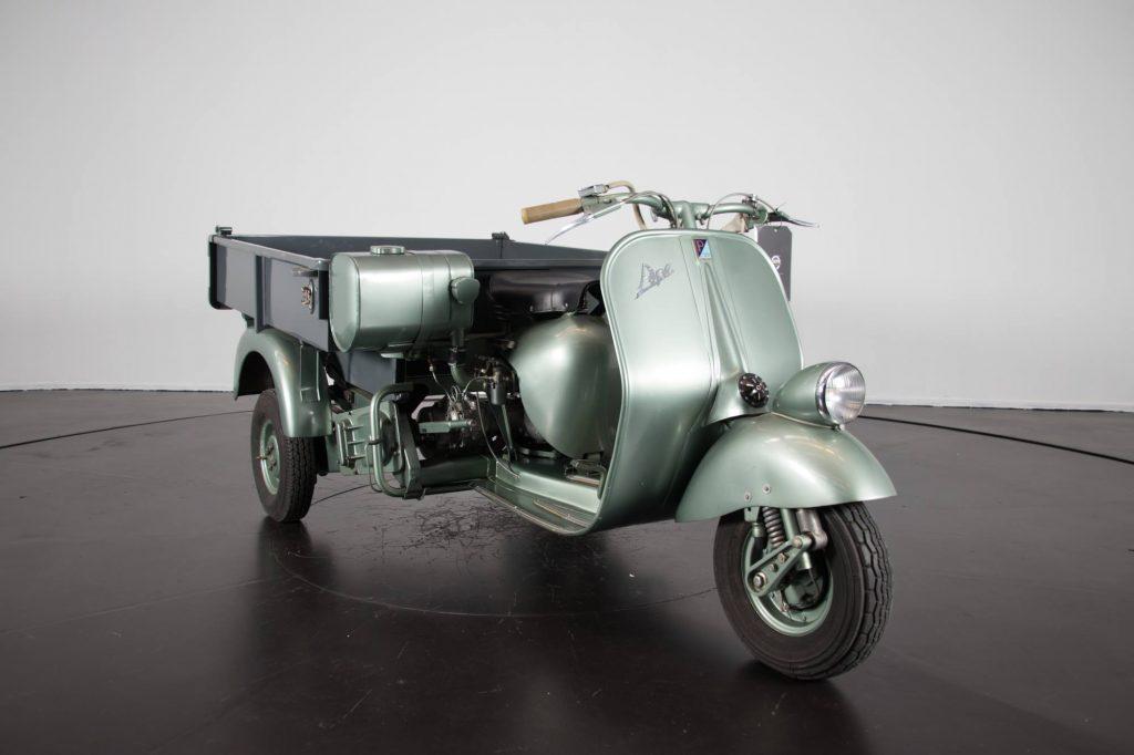 Tricycle Wheeler Vespa 1954 Salon de la moto ancienne ARTHAZ PONT-NOTRE-DAME