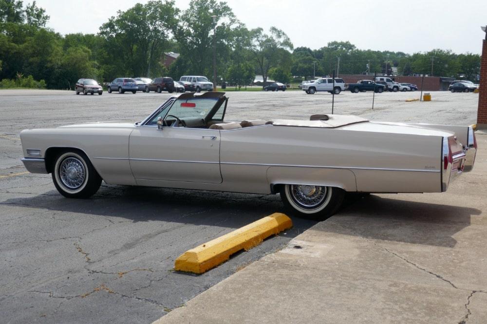 1968 Cadillac Convertible. dEvILLE Matinale premier dimanche POITIERS